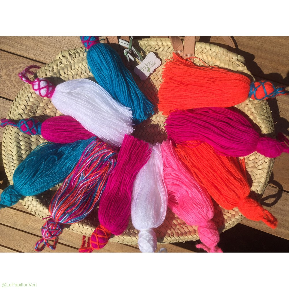 Tassels-on-Oval-Basket_1000
